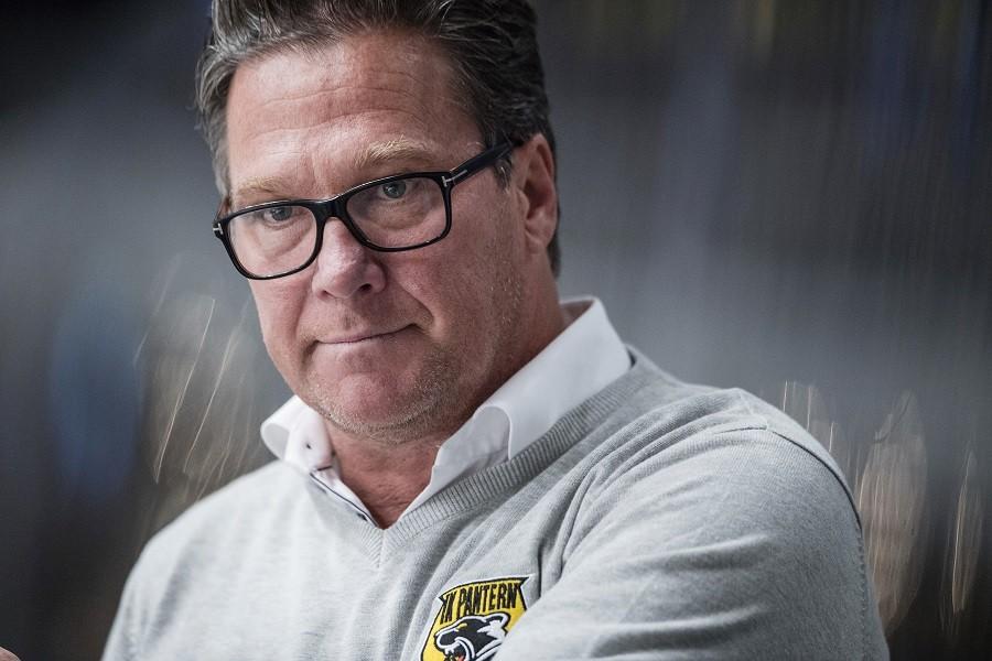Kaos i allsvenska klubben – spelarna tvingar bort tränaren