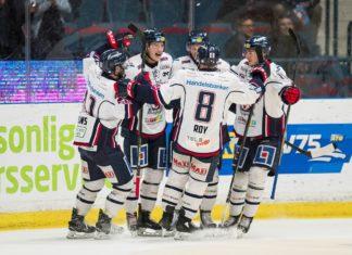 Linköpings Henrik Törnqvist jublar med lagkamraterna efter 0-1 under kvartsfinal 3 mot Djurgårdens IF