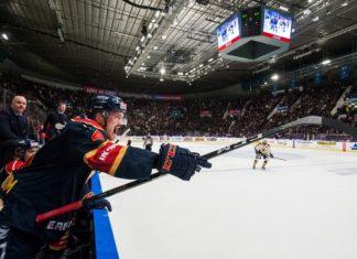 Djurgårdens Marcus Högström reagerar under semifinal 3 i SM-slutspelet mellan Djurgården och Skellefteå Foto: Bildbyrån