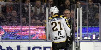 Skellefteås Jimmie Ericsson blir utvisad i den tredje semifinalen mot Djurgården Foto: Henric Wauge, Hockeybladet.