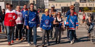 Fans från Frankrike på väg mot Royal Arena.