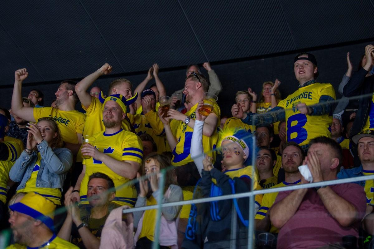 HOCKEYVM: Publiken piskade fram Tre Kronor i rysaren