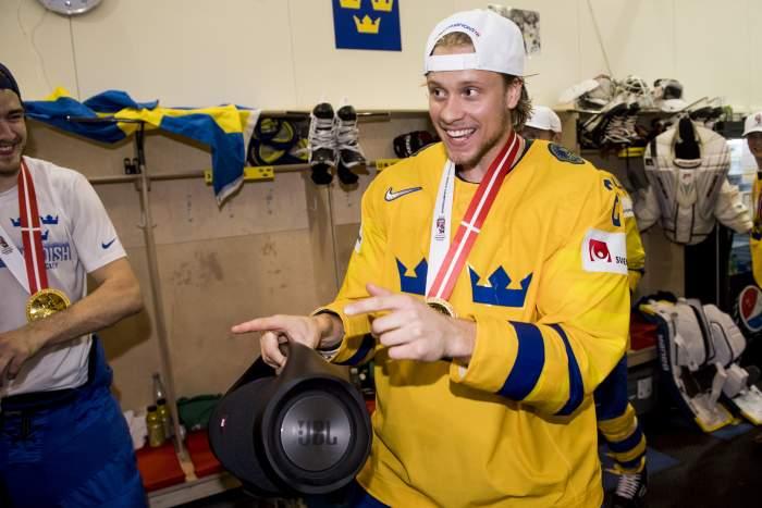 NHL: de la Rose missar premiären