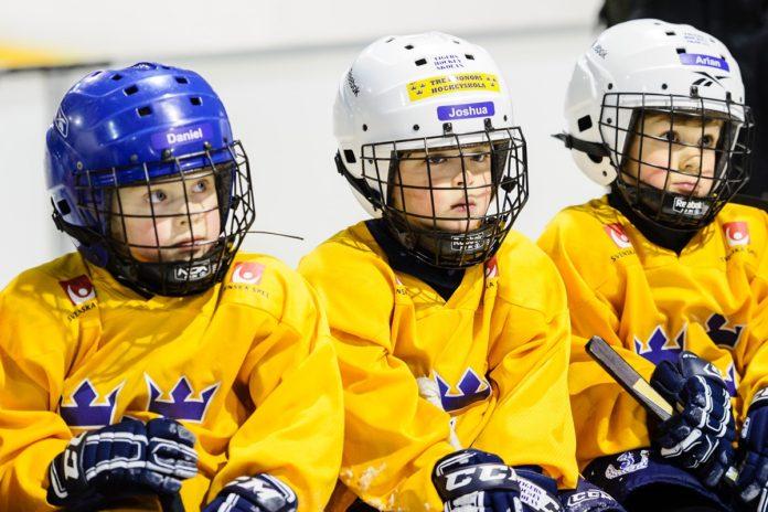 Barn på Tre Kronors Hockeyskola.