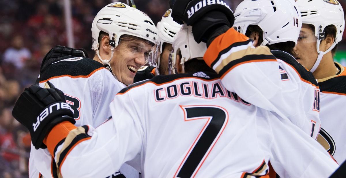 Svensken skriver jättekontrakt i NHL