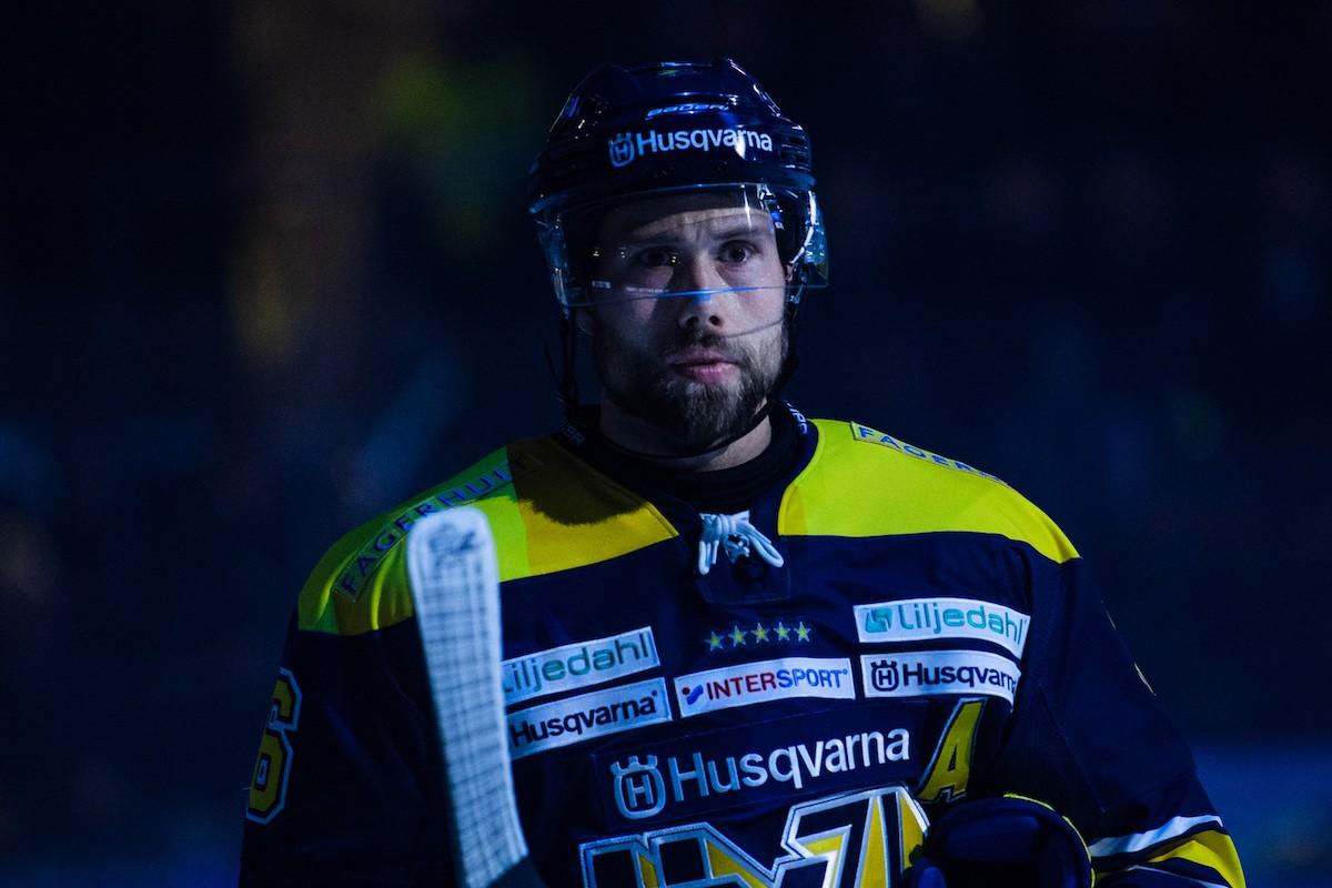 Säsongen hotad för HV71:s backveteran