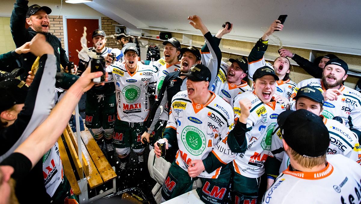 TV: Glädjescenerna – här firar Kristianstad i omklädningsrummet