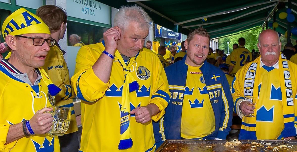 STUDIO HOCKEYBLADET: Svenska fanzonen HALLÅÅÅ – vinn halsduk, puck och en souvenir
