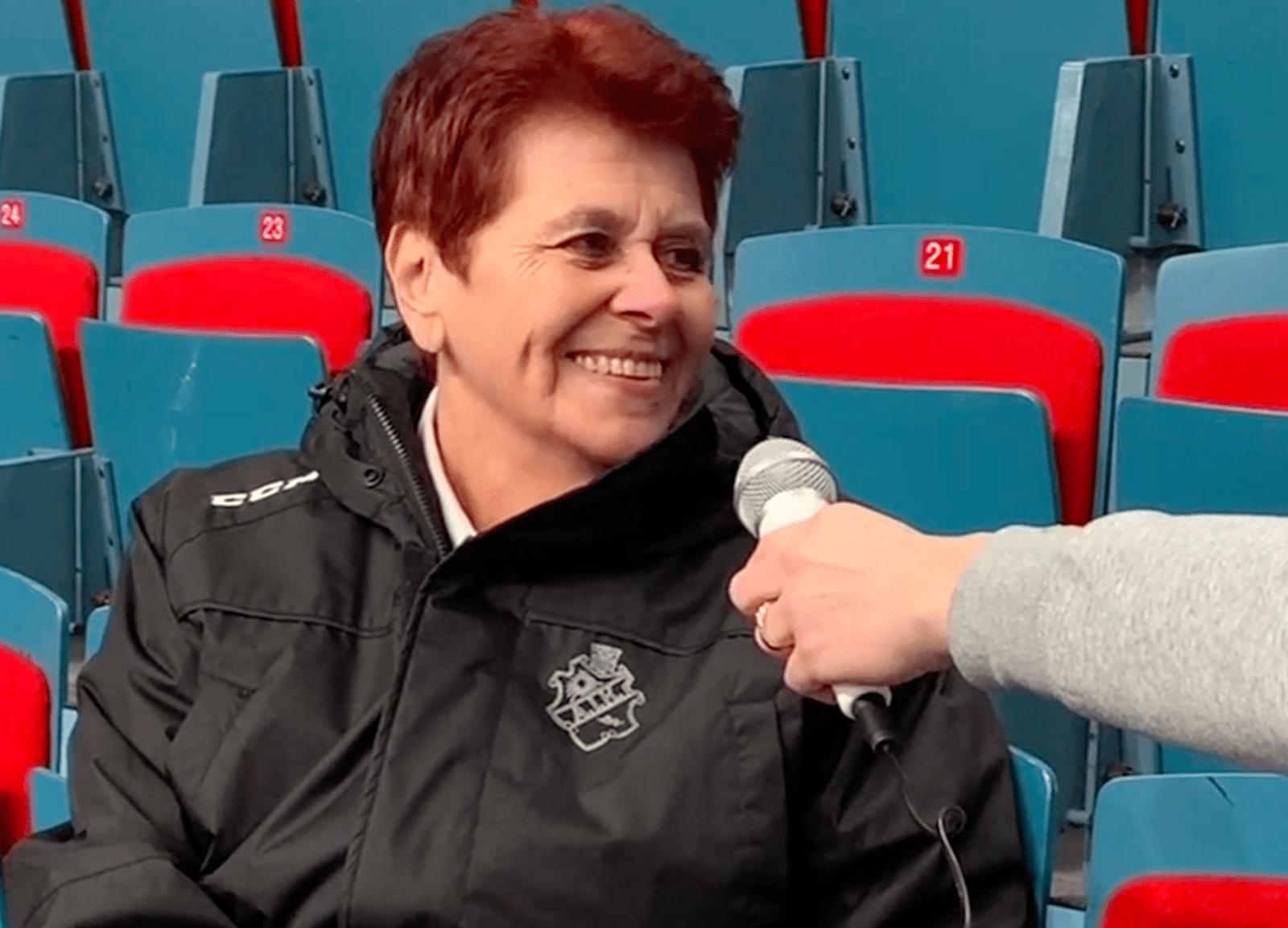 MÖTET: Kvinnan bakom den ikoniska speakerrösten på Hovet