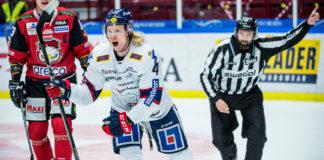 Samuel Löfquist får matchstaff efter att ha knuffat Linjedomaren. Det gav 9 poäng till Linköping i Bötestabellen